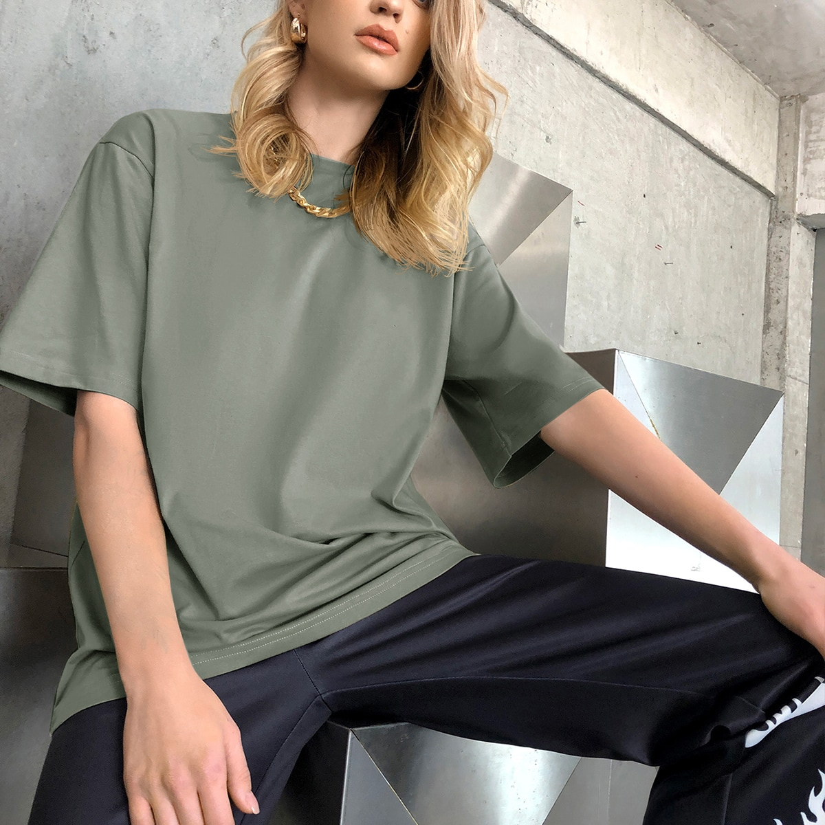 Однотонная удлиненная футболка SheIn swtee25210406054
