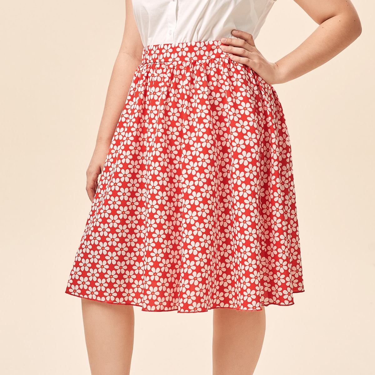 SHEIN / Plus Allover Floral Flared Skirt