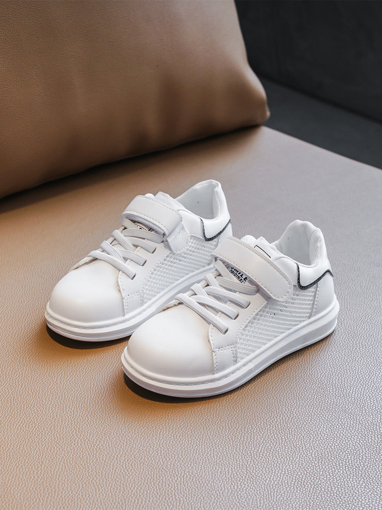 Girls Mesh Panel Velcro Strap Sneakers