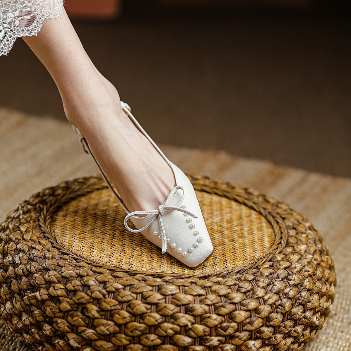 Массивные кожаные туфли с искусственным жемчугом и бантом от SHEIN
