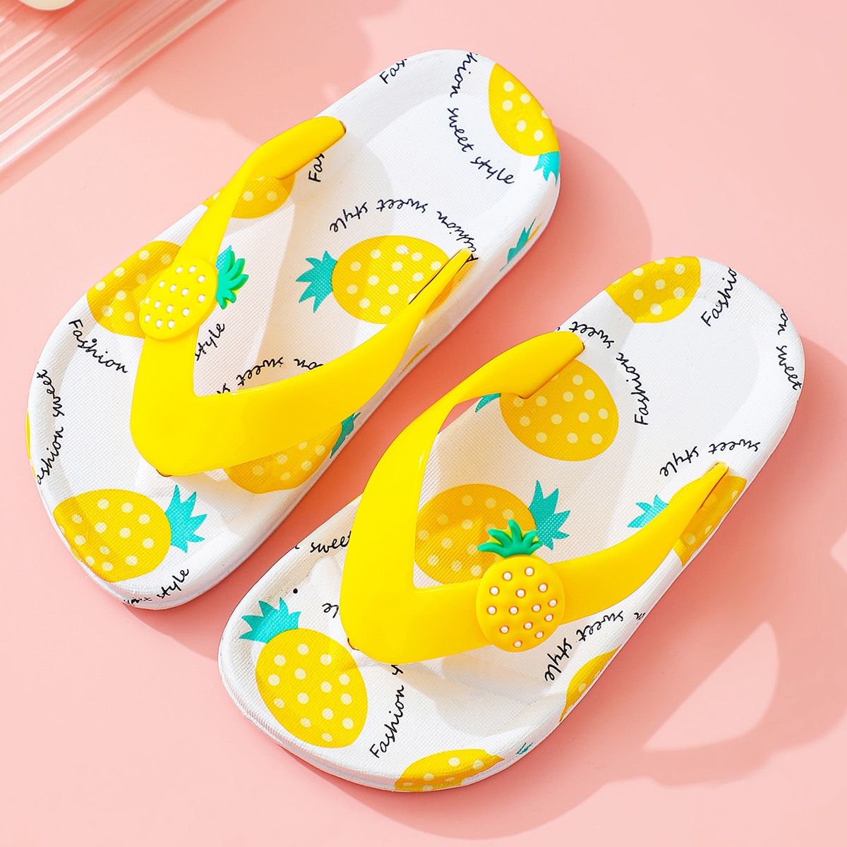 SHEIN / Toddler Girls Pineapple Graphic Flip Flops