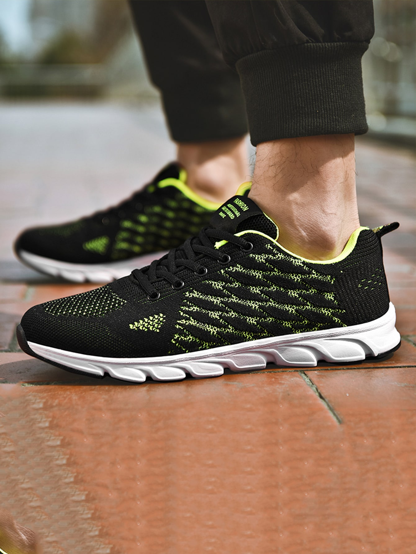 Men Lace-Up Front Knit Running Shoes