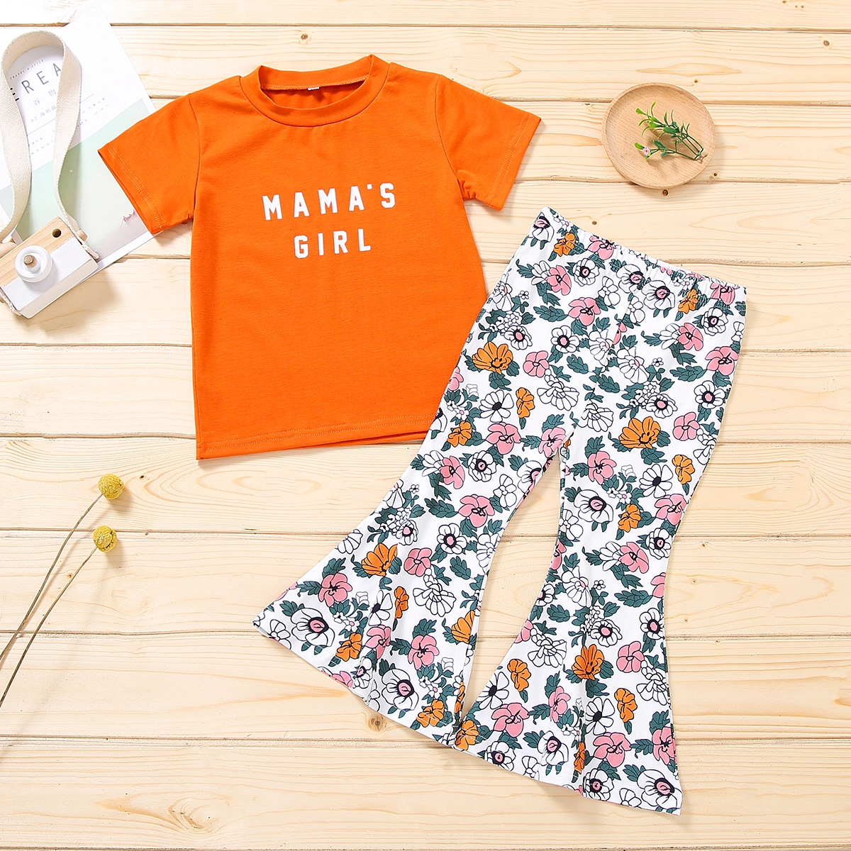 Toddler Girls Letter Graphic Tee & Floral Flare Leg Pants