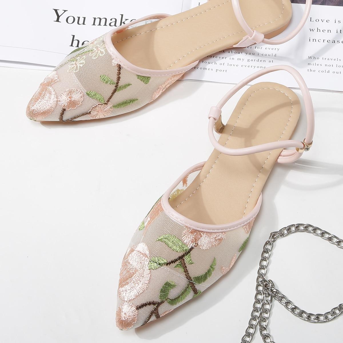Сетчатые балетки с цветочной вышивкой