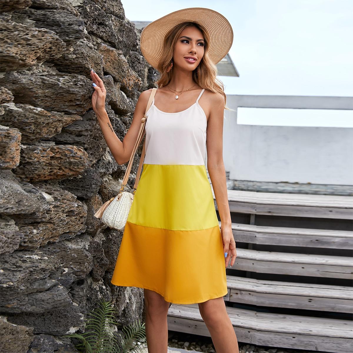 Платье на бретелях комбинированным принтом SheIn swdress23210415184