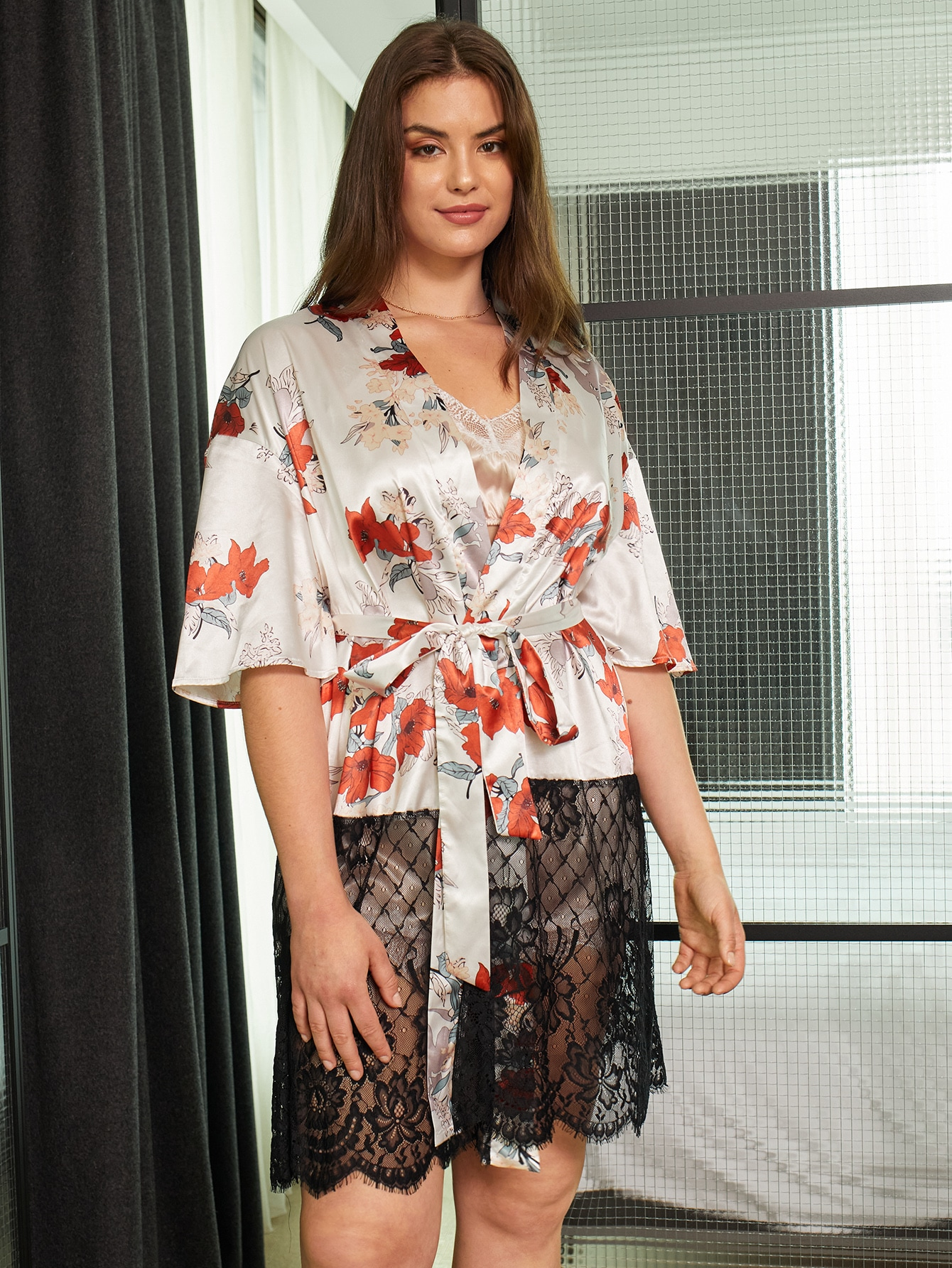 Plus 1Pc Lace Panel Floral Print Belted Satin Robe