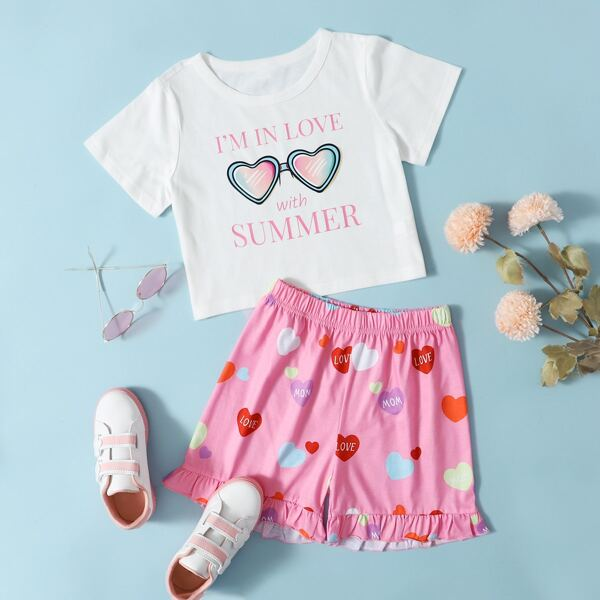 Girls Slogan Graphic Tee With Heart Print Ruffle Hem Shorts, Multicolor
