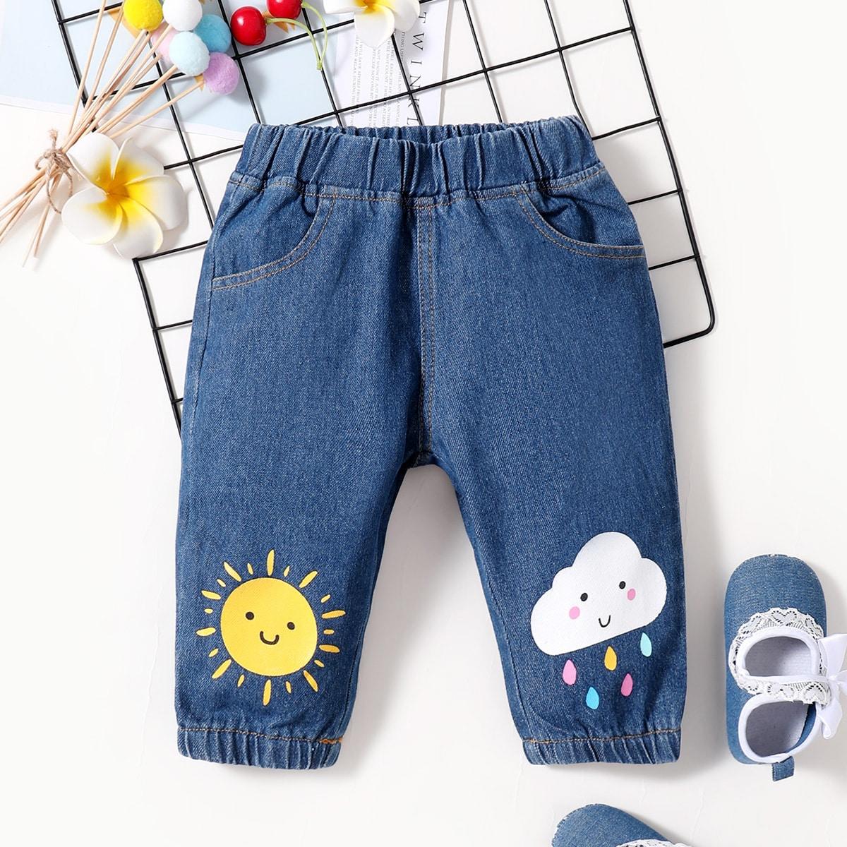 Детские джинсы с мультипликационным рисунком от SHEIN