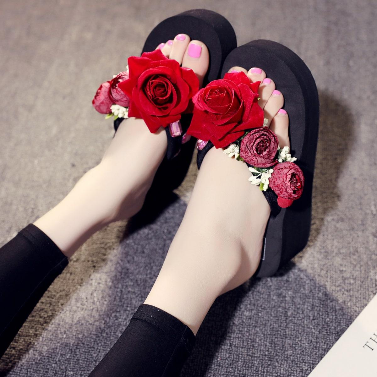 Вьетнамки с аппликациями в форме розовых цветов SheIn swshoes25210524071