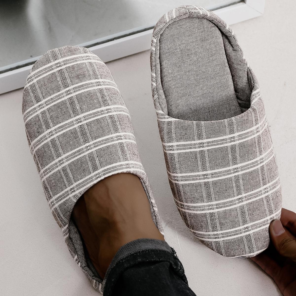 Мужские тапочки для спальни в клетку от SHEIN