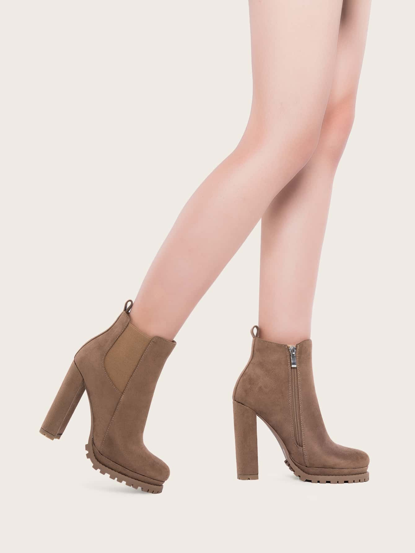 Minimalist Chunky Heeled Chelsea Boots
