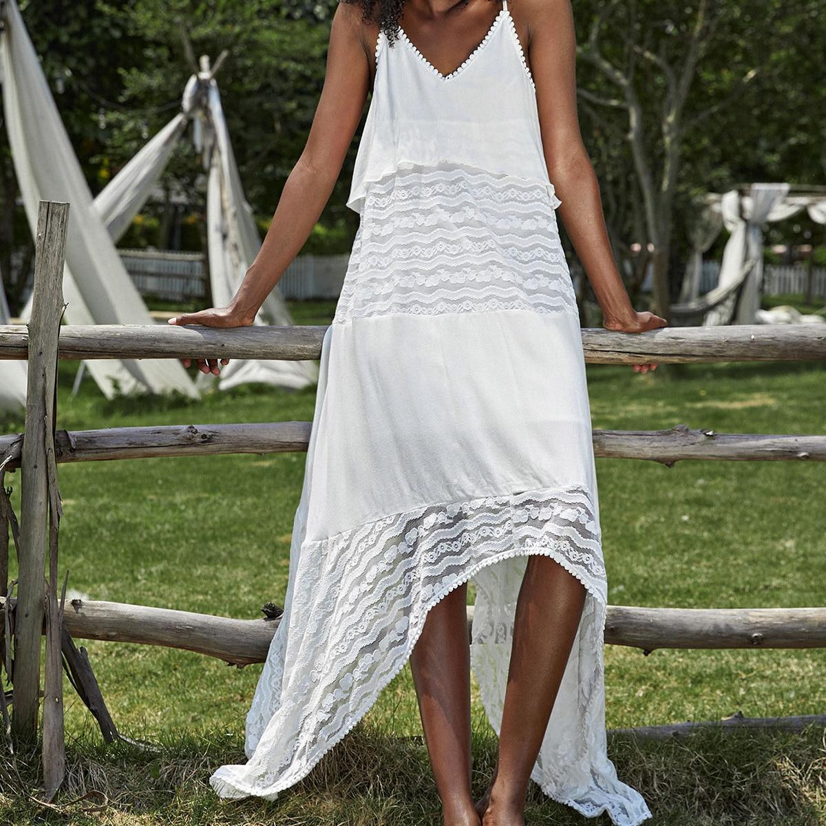 Платье на бретельках с кружевной отделкой