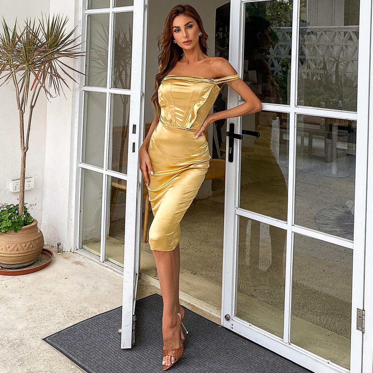 Платье с открытыми плечами шовом спереди из атласа SheIn swdress31210609500