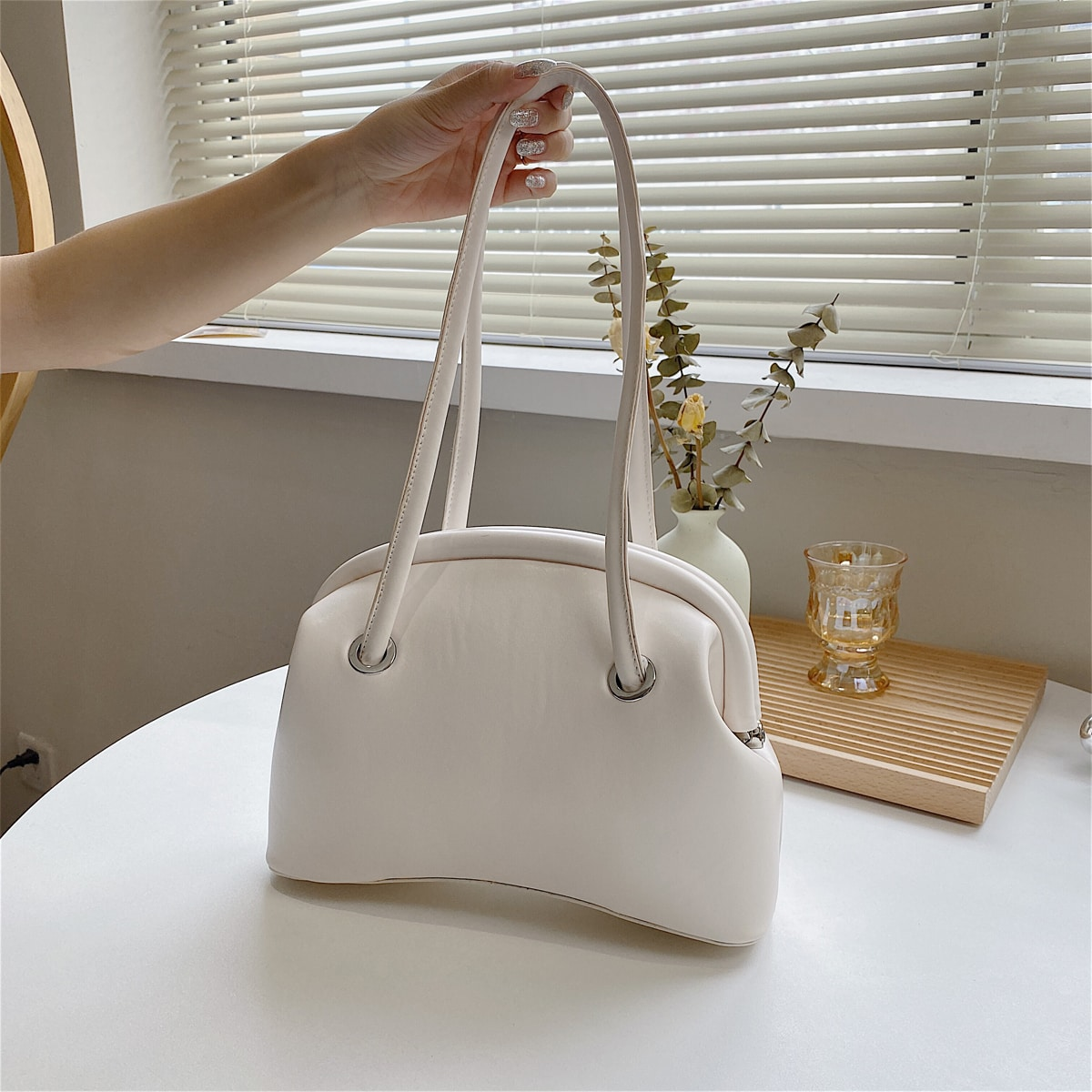 Минималистичная сумка через плечо