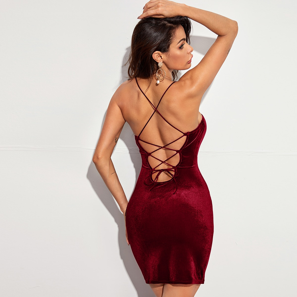 Бархатое облегающее платье с открытой спиной на шнурках SheIn swdress07210611484