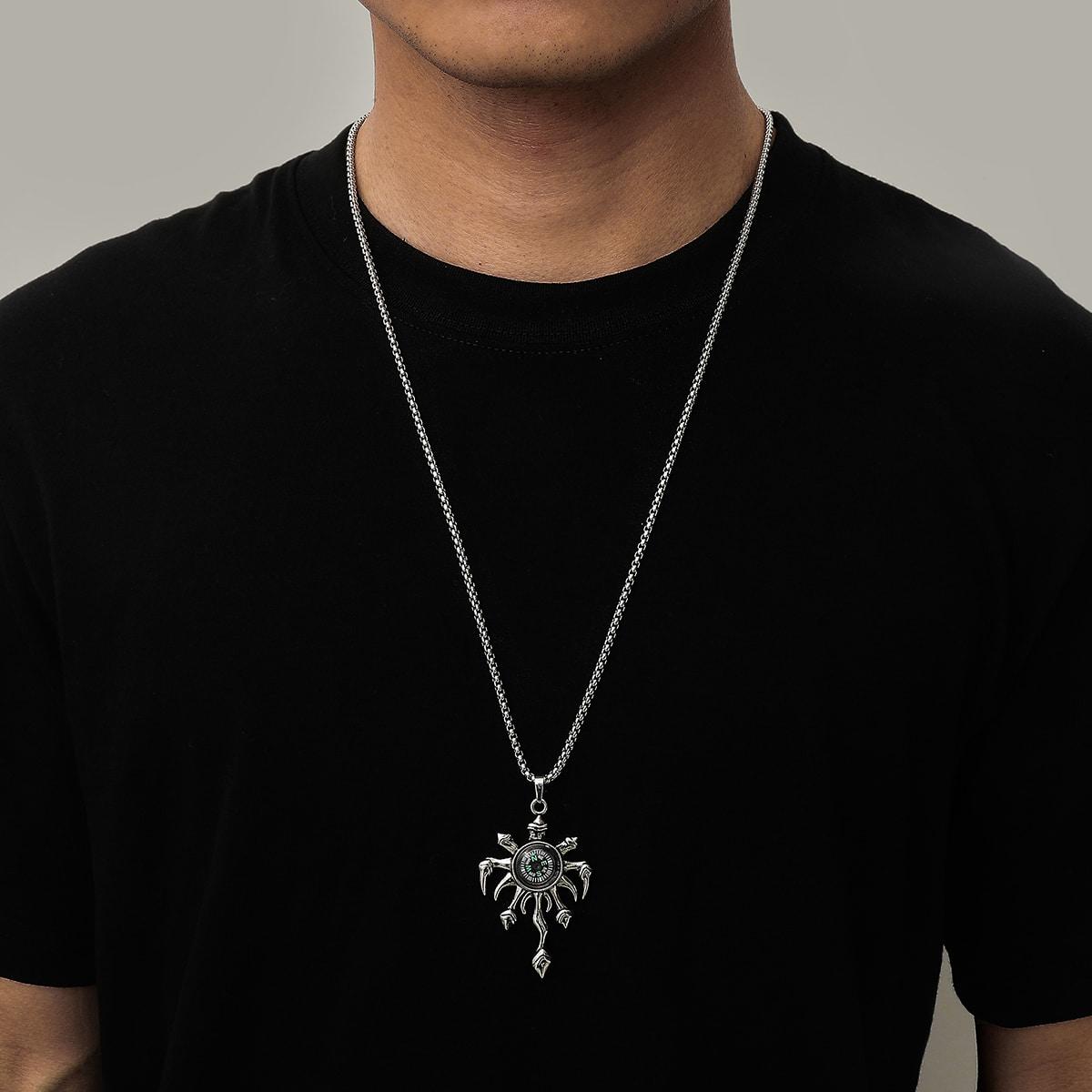 Мужское ожерелье с компасом
