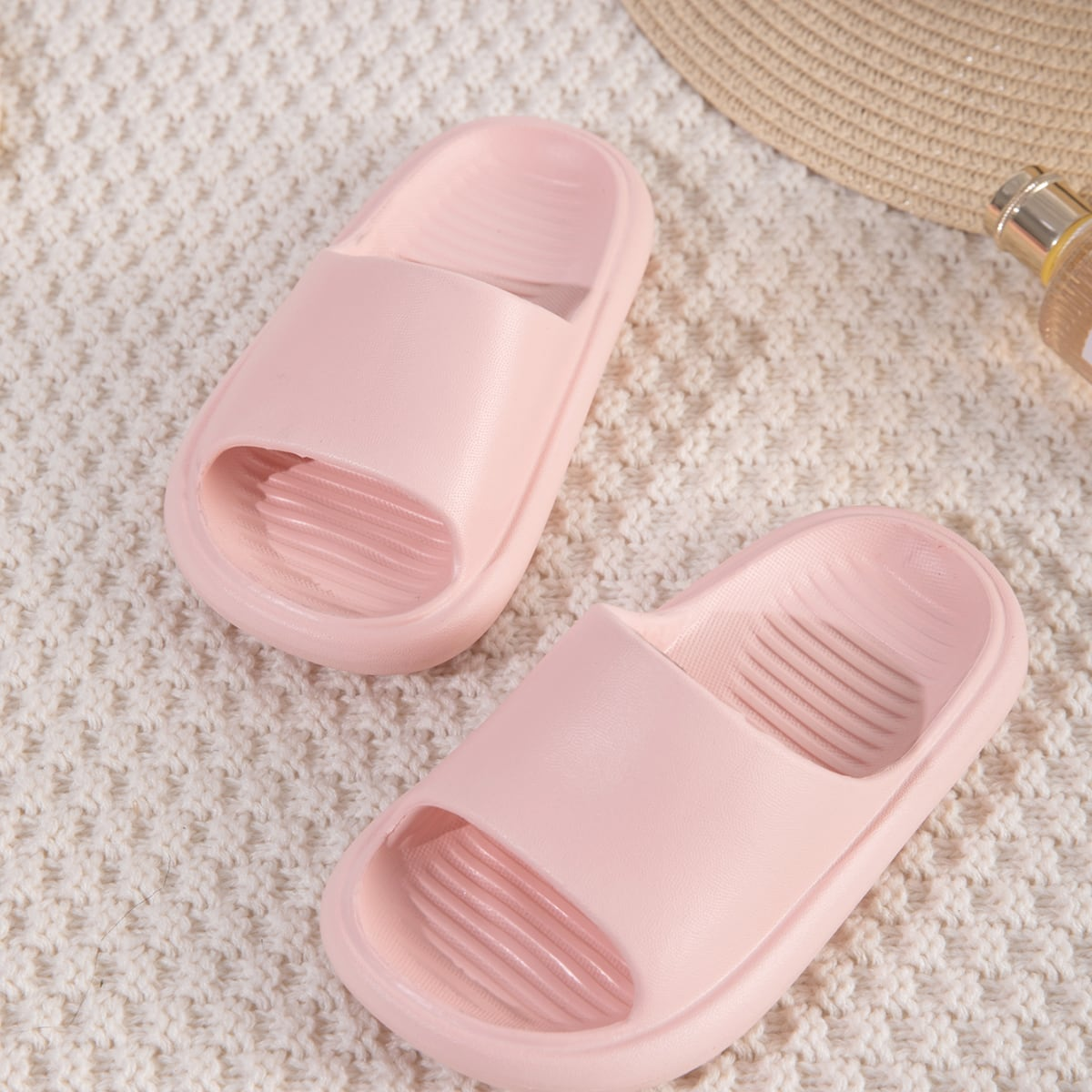 Минималистичные шлепанцы для девочек от SHEIN