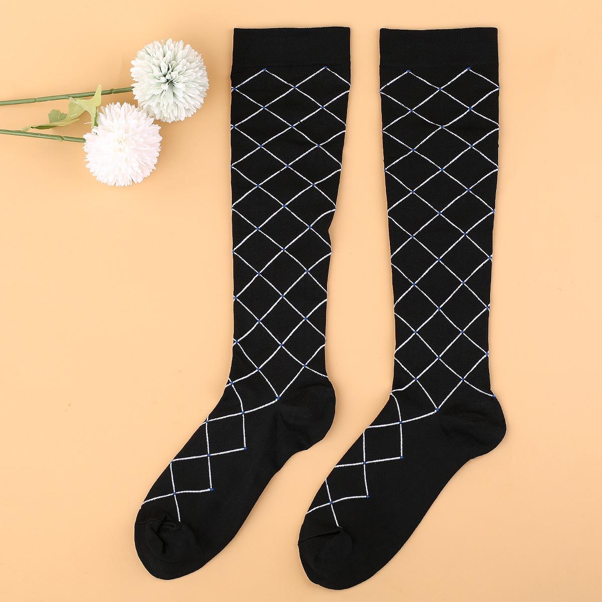 Носки выше голени с геометрическим узором