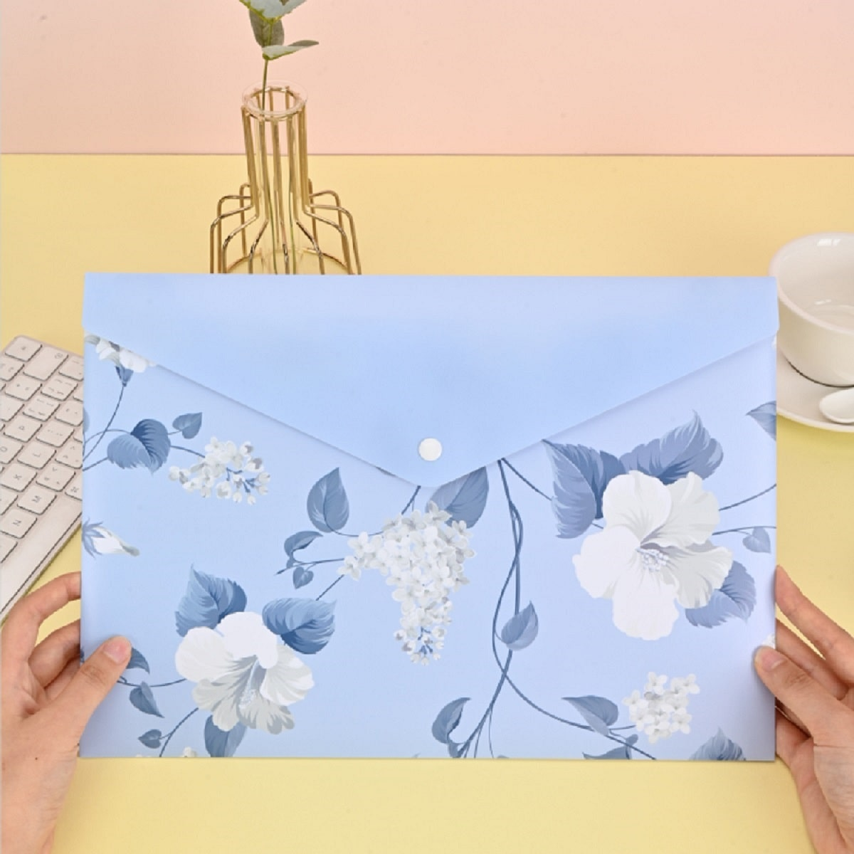 Bolsillo de lápiz con estampado de flor