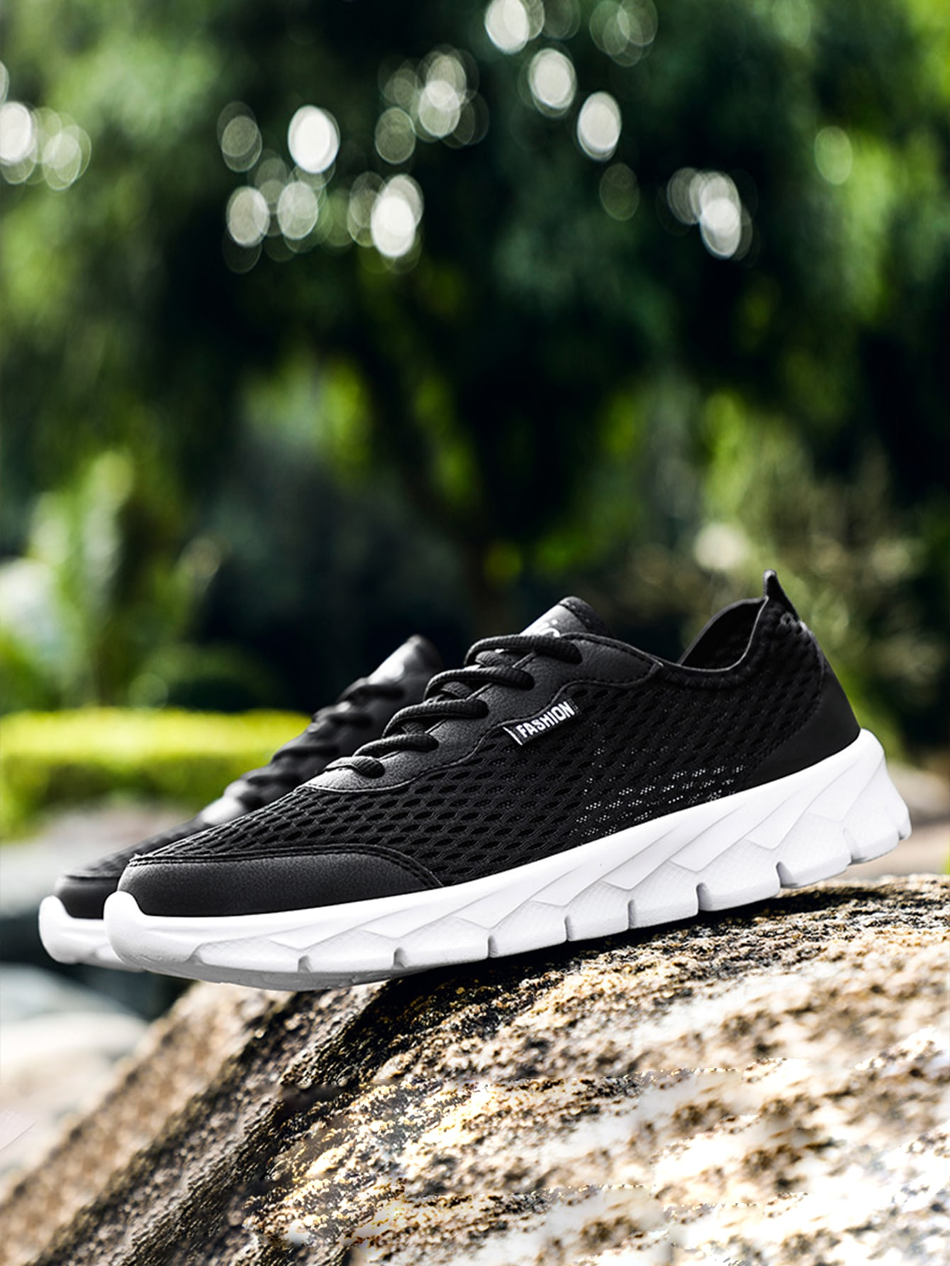 Men Hollow Out Lace-Up Front Running Shoes