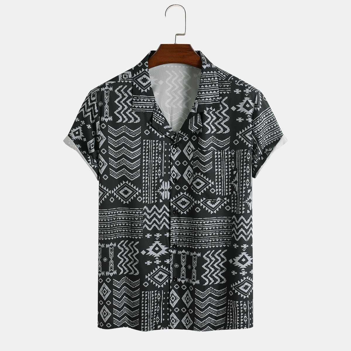 Мужская рубашка в полоску с геометрическим рисунком