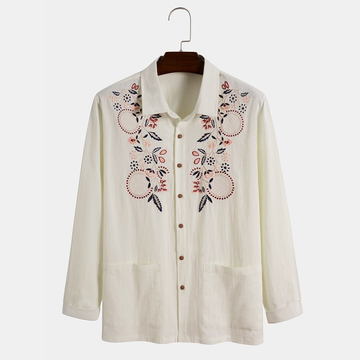Мужская рубашка с вышитым растением