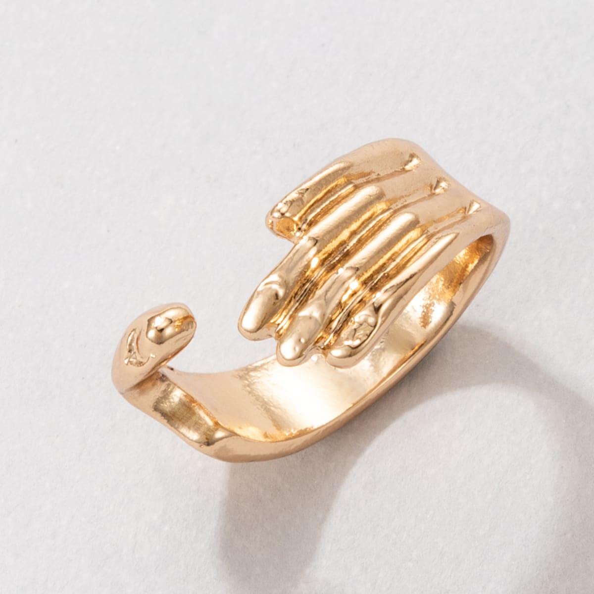 Кольцо в форме руки