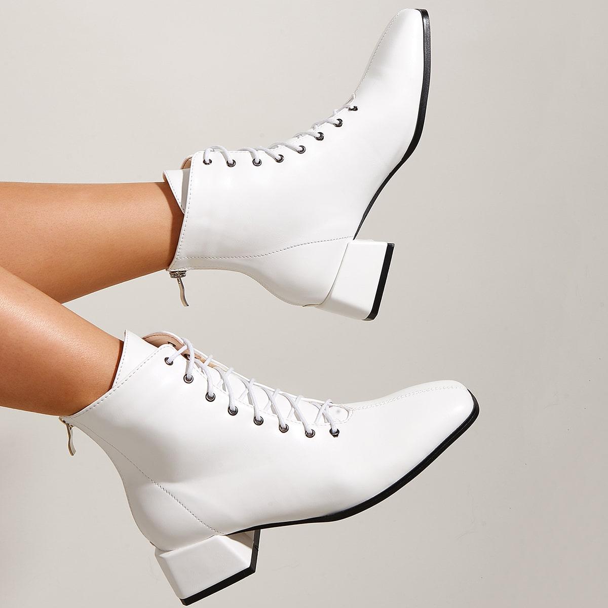 Ботинки минималистичный со шнурком на массивном каблуке