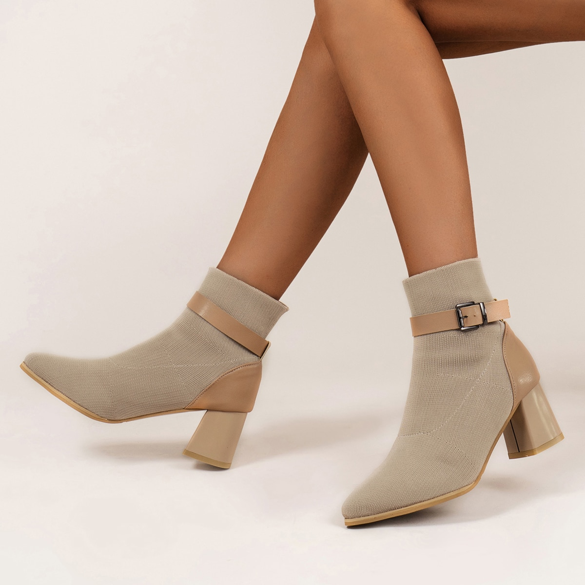 Ботинки на массивном каблуке с пряжкой