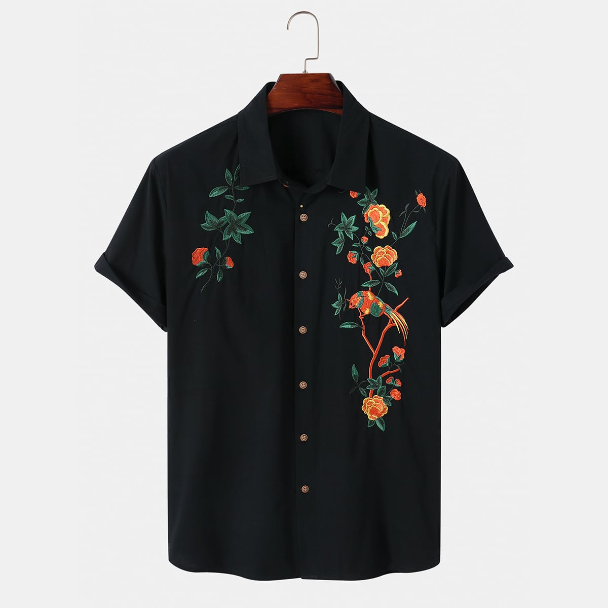 Мужская рубашка на пуговицах с цветочной вышивкой
