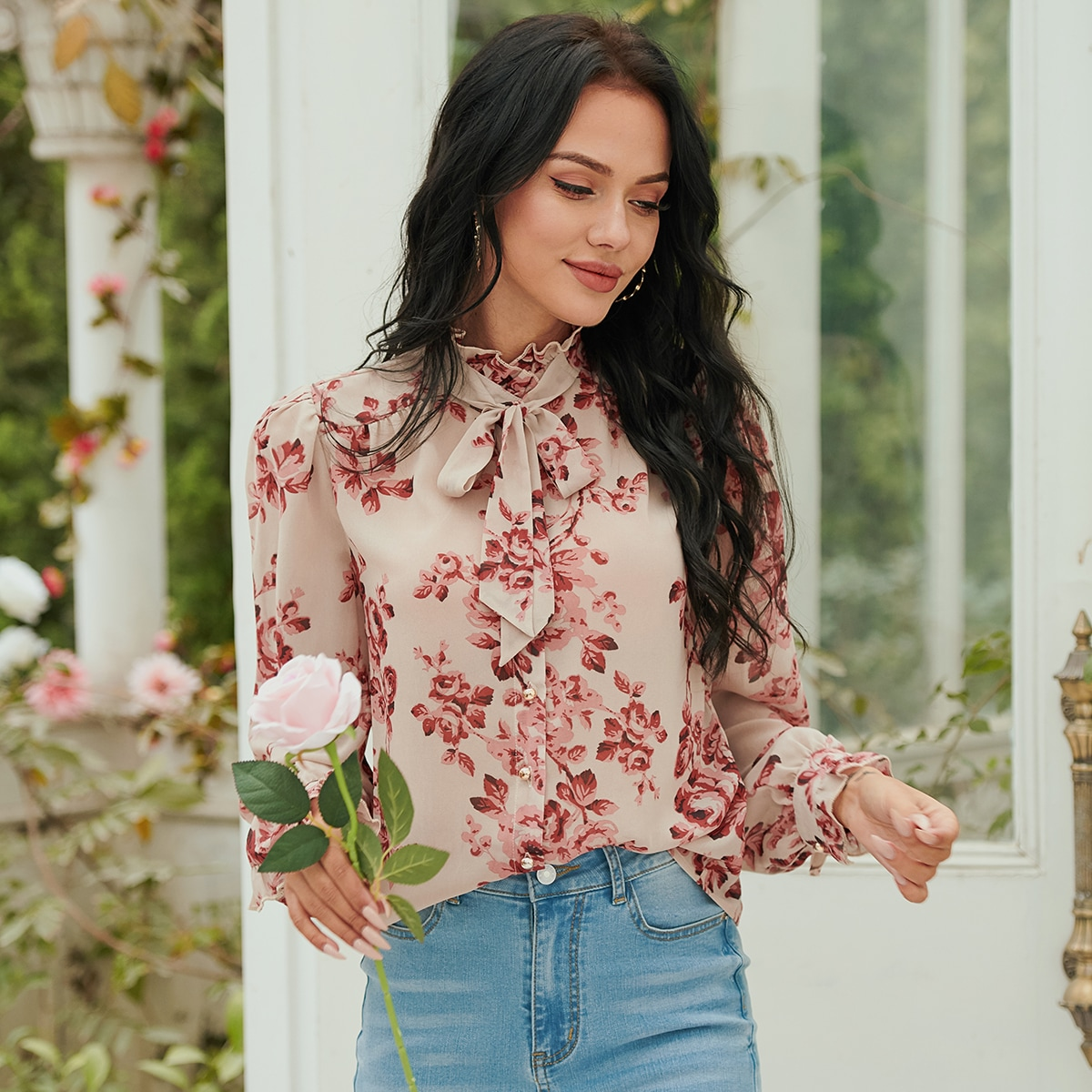 Блуза с цветочным рисунком с воротником-бантом с рукавами-воланами SheIn sw2106283704636477