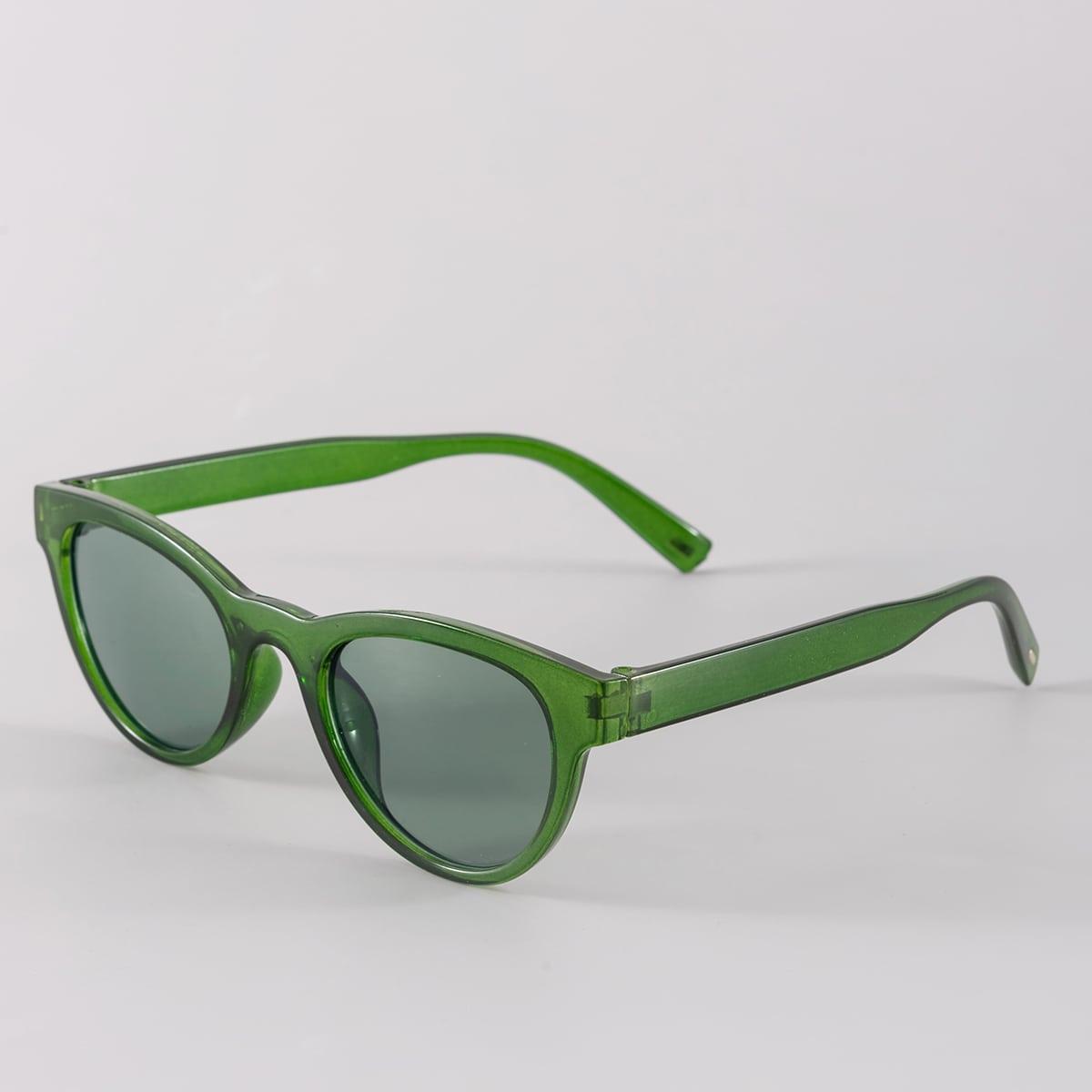 Мужские солнцезащитные очки в геометрической оправе