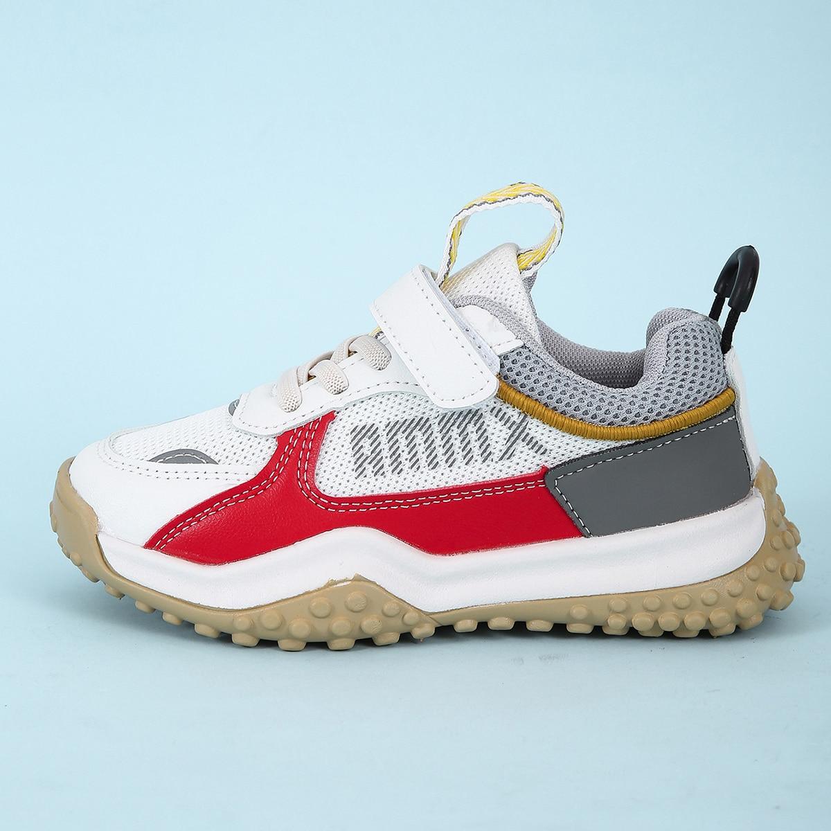Контрастная беговая обувь для мальчиков с текстовым рисунком от SHEIN