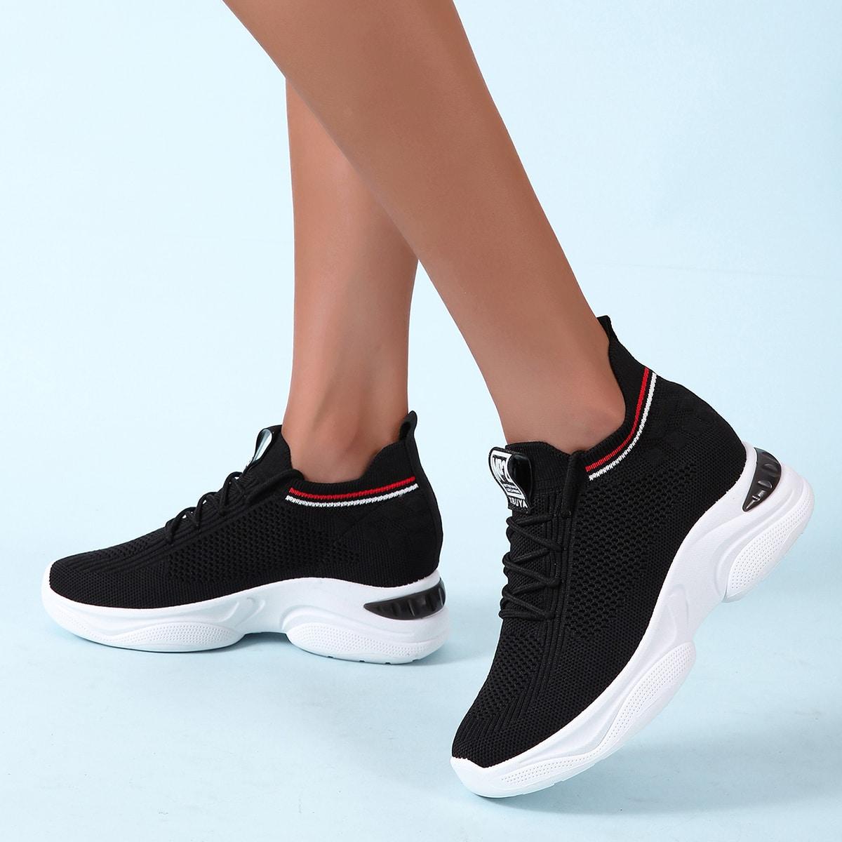 Беговая обувь в полоску на шнурках