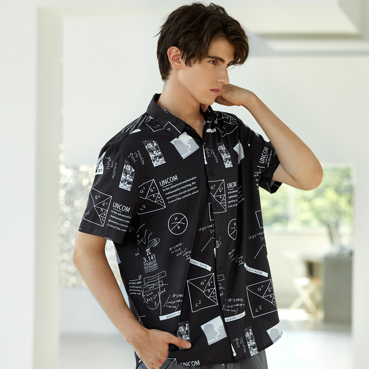 Мужская рубашка с текстовым рисунком