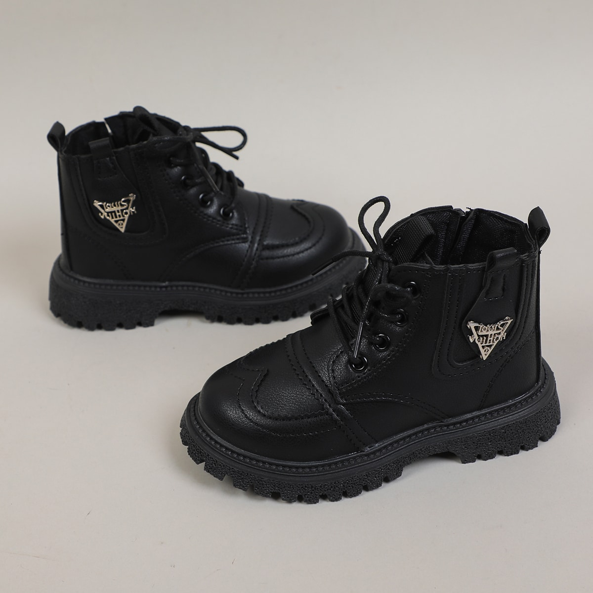 Ботинки с металлическим декором для мальчиков SheIn sk2107212226444601