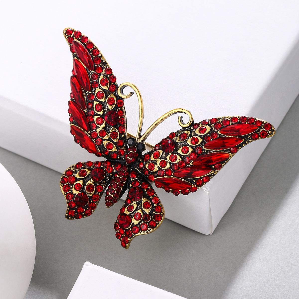 Брошь со стразами бабочка