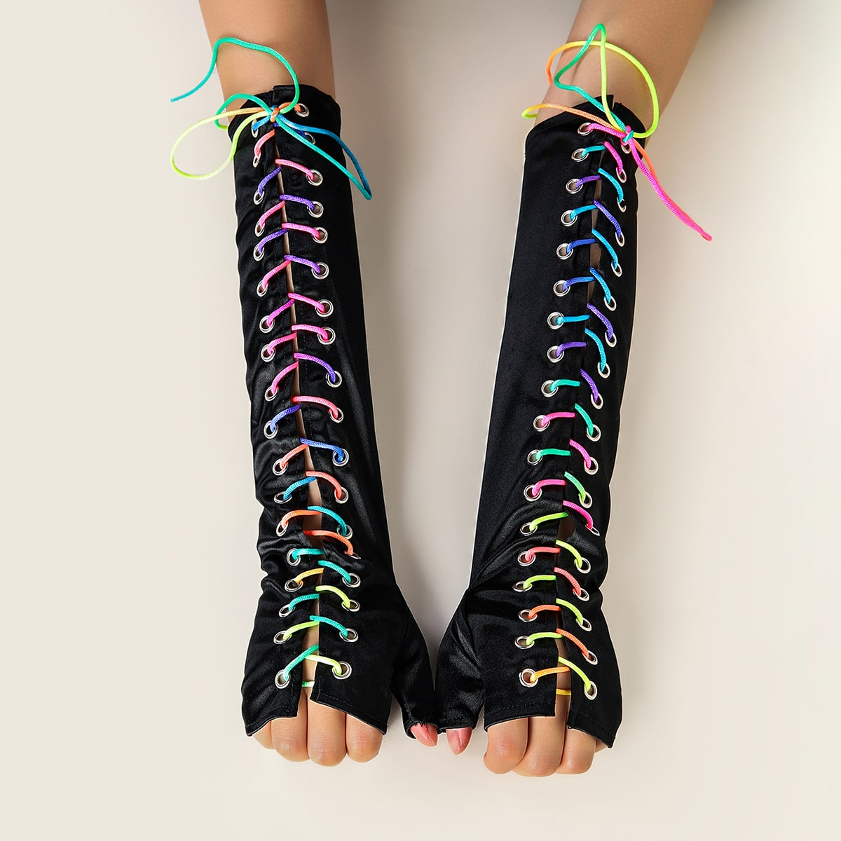 Перчатки на шнуровке