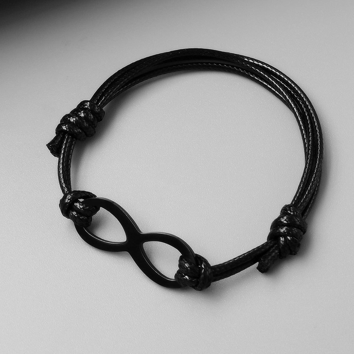 Плетеный браслет для мужчин с бесконечным декором