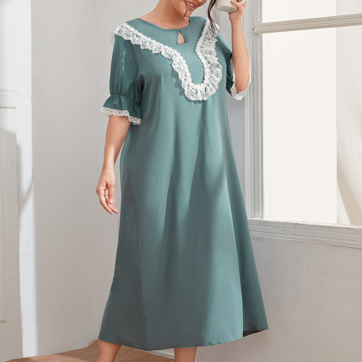 Ночное платье с кружевом размера плюс