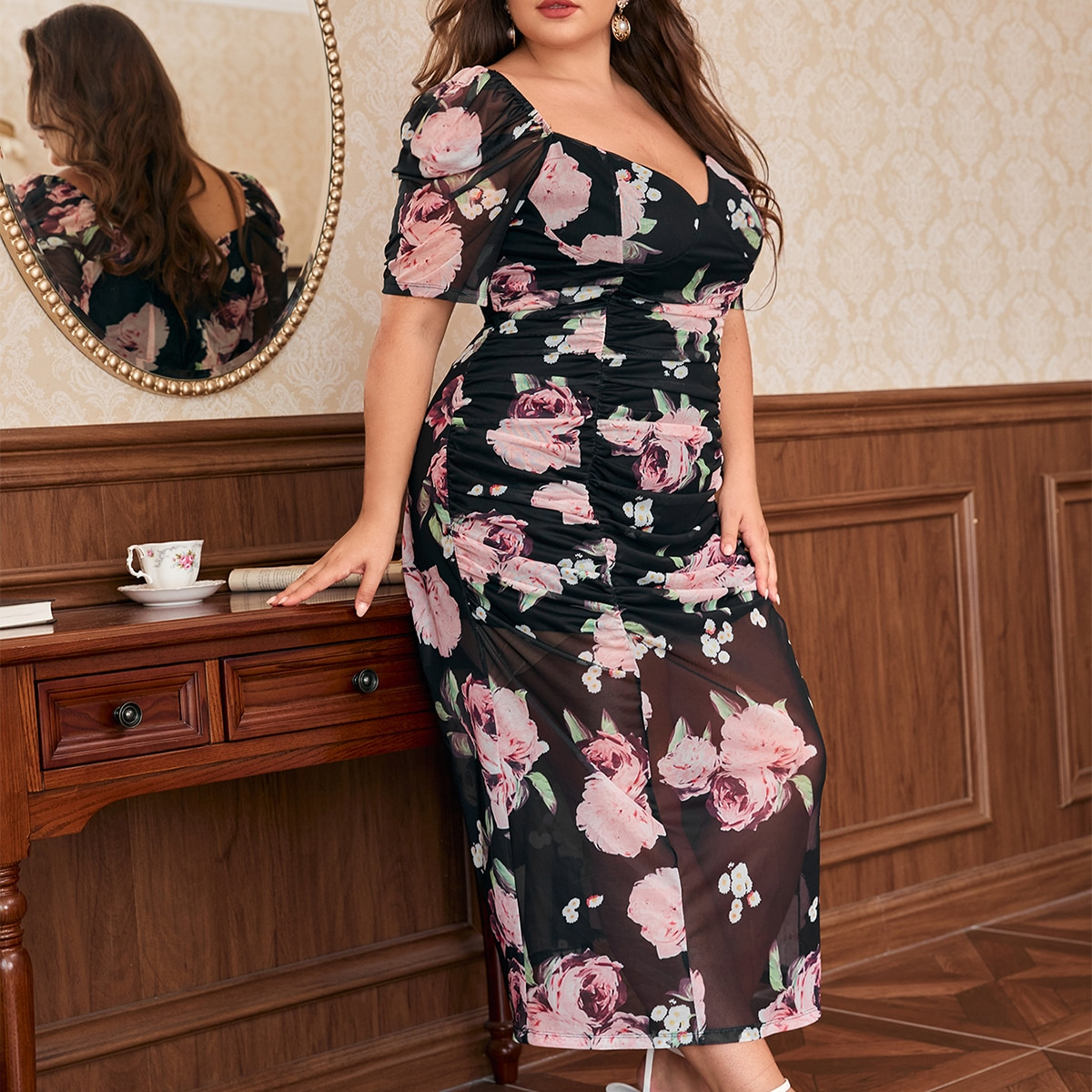 размера плюс Платье со сборками с цветочным принтом сетчатый