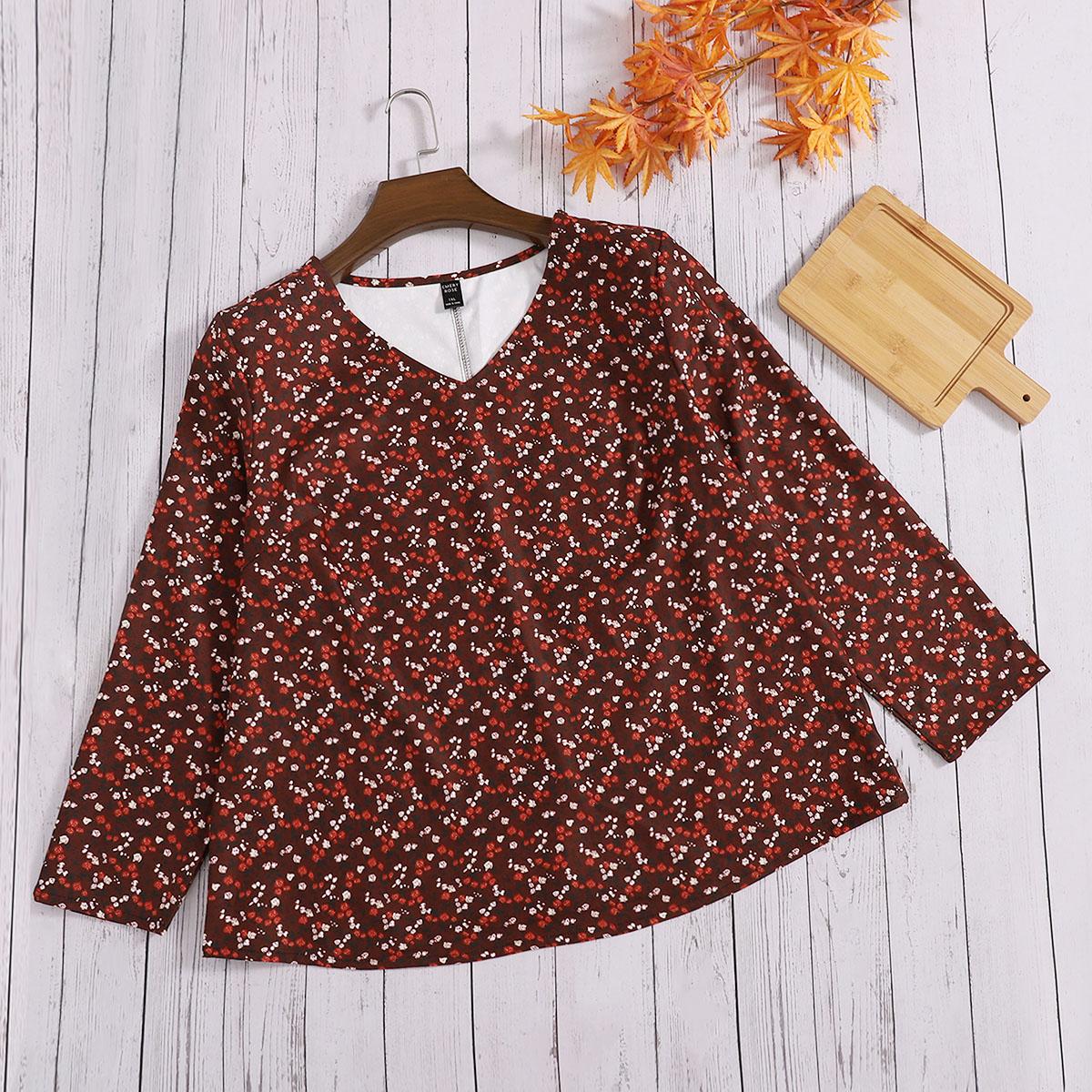 размера плюс Блуза с цветочным принтом с v-образным вырезом
