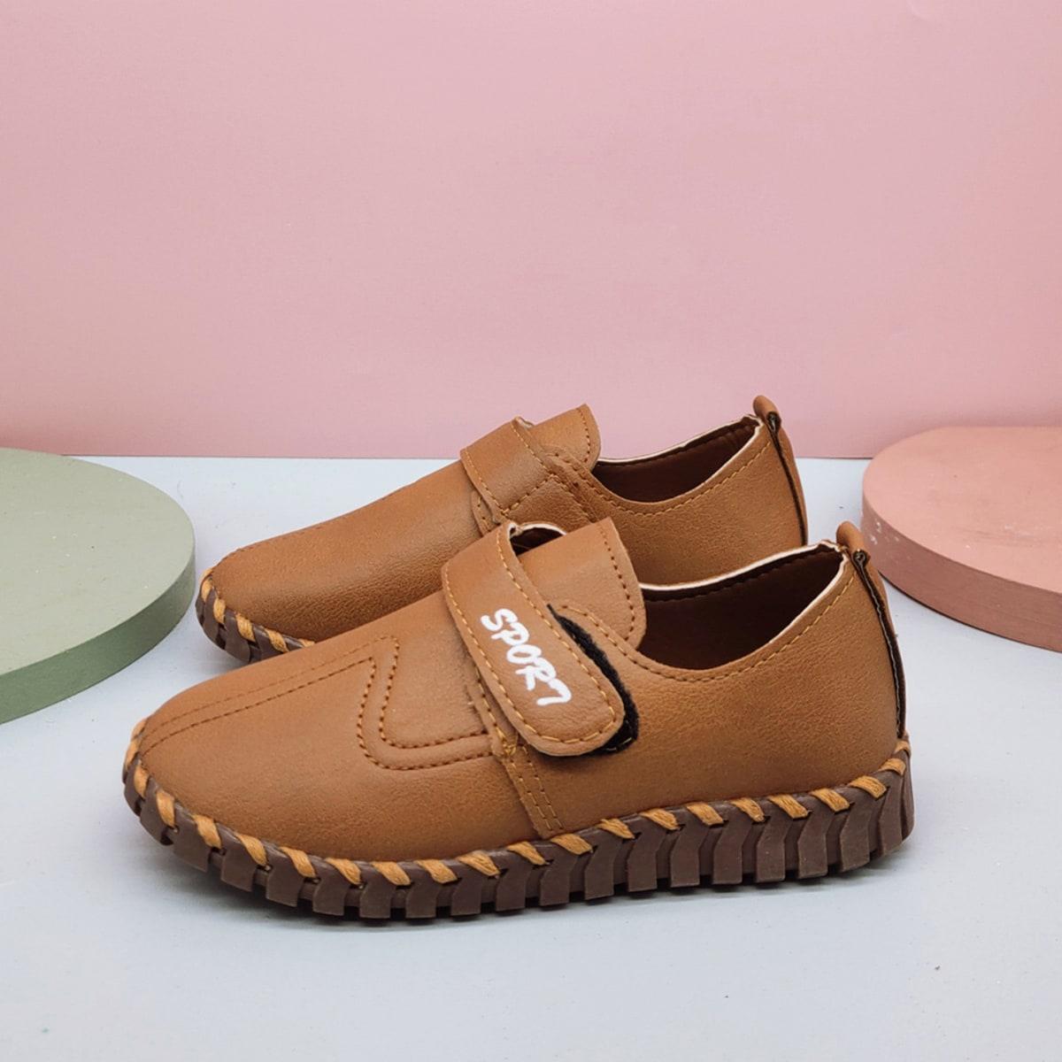 Туфли с текстовым принтом на липучке для мальчиков от SHEIN