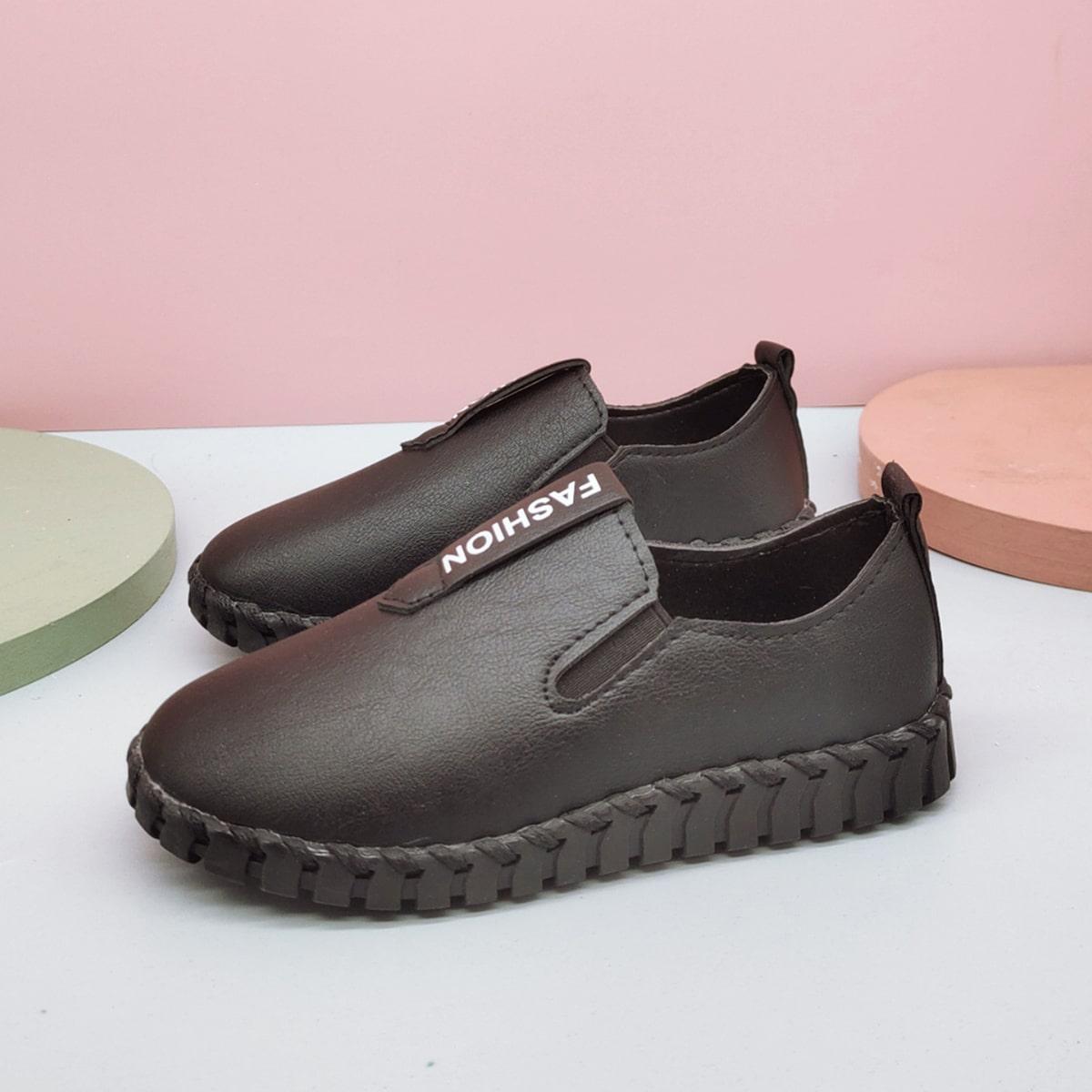 Туфли с текстовым принтом для мальчиков от SHEIN