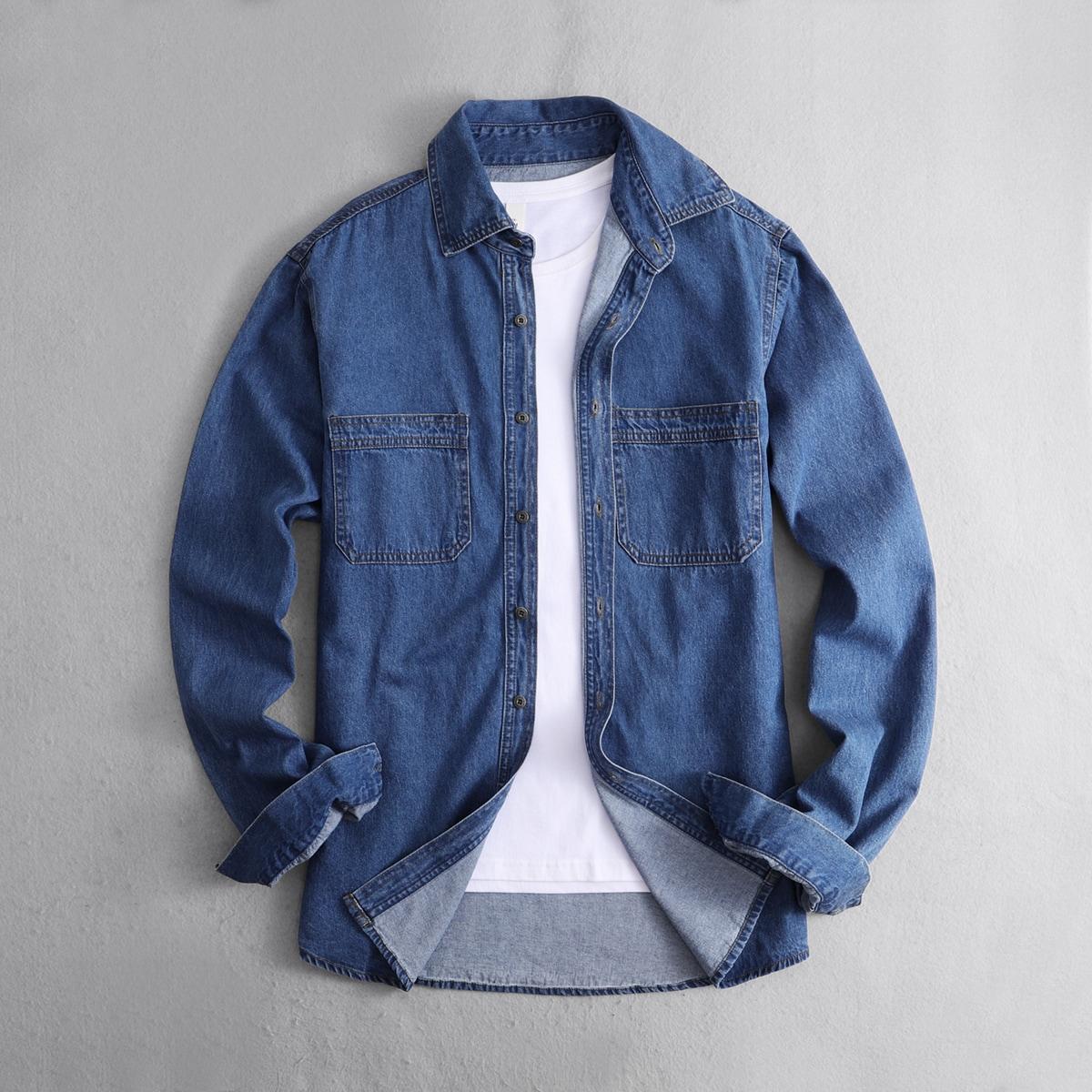 Мужская джинсовая рубашка на пуговицах с карманом без футболки