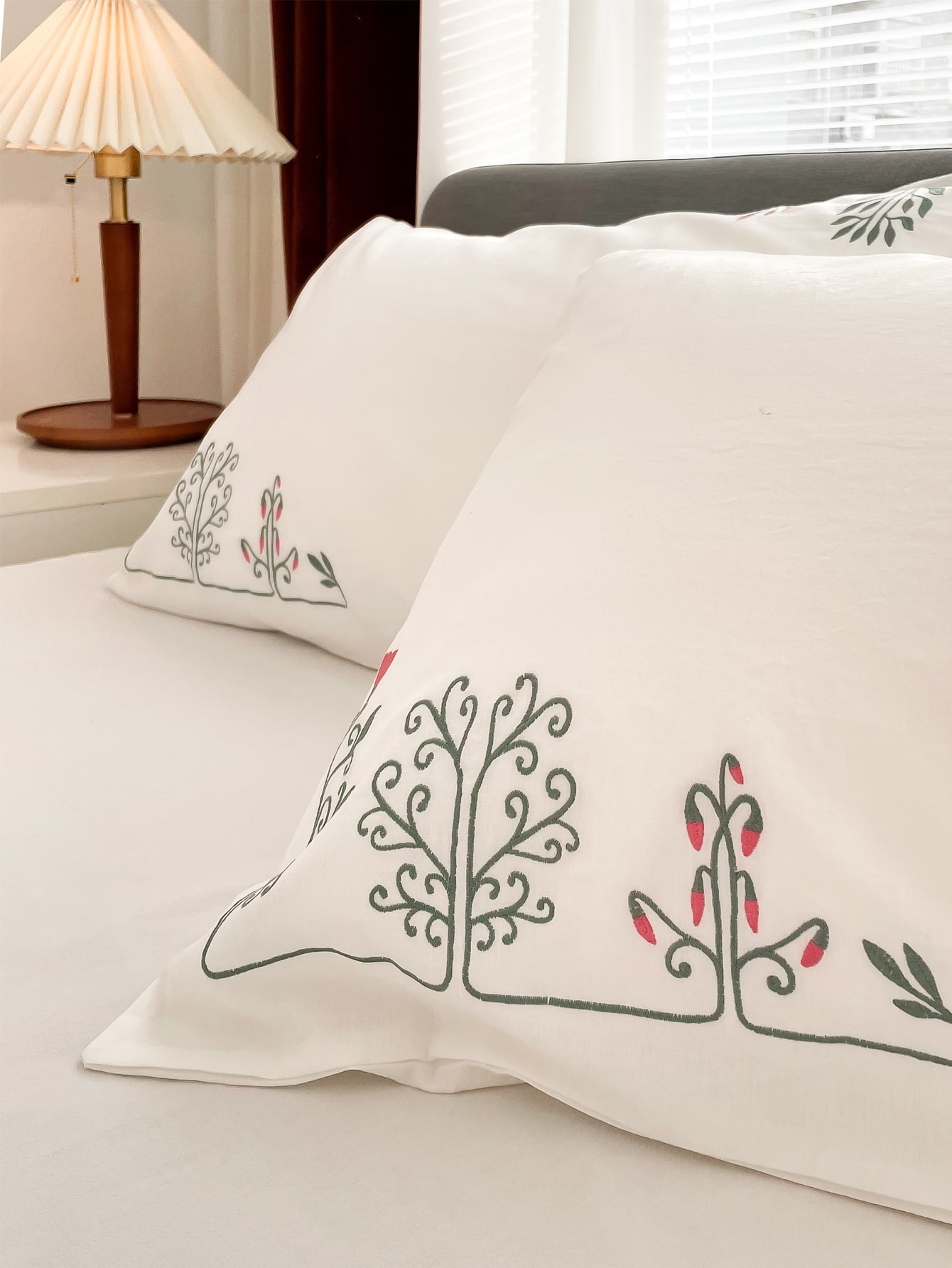1Pair Embroidery Pillowcase Without Filler