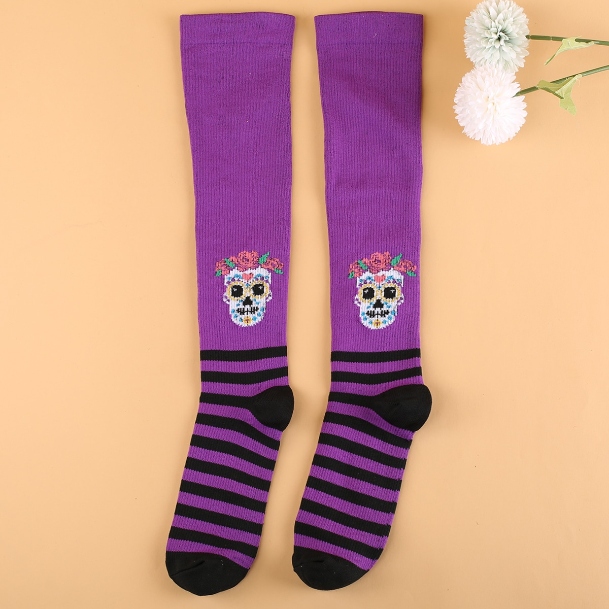 Носки выше голени на хэллоуин с узором черепа