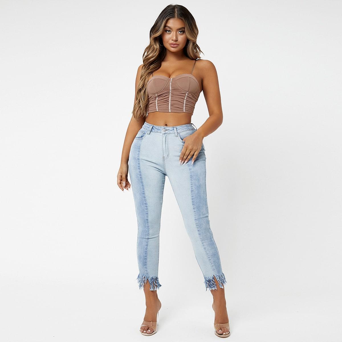 Контрастные джинсы скинни с необработанным краем