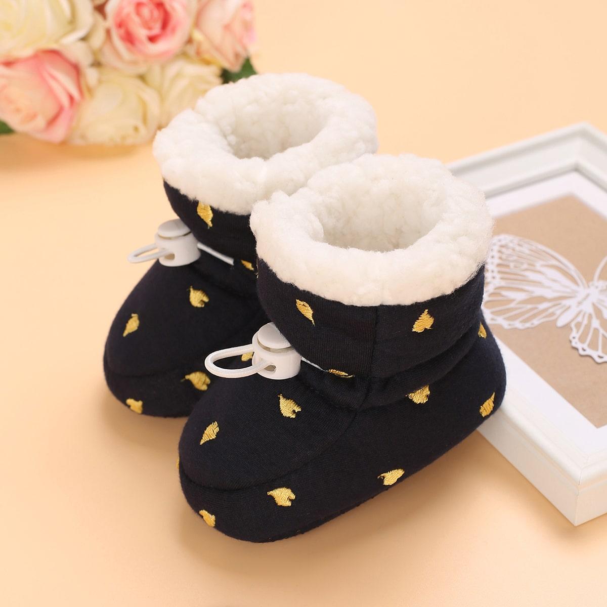 Зимние сапоги с вышивкой сердечка для детей