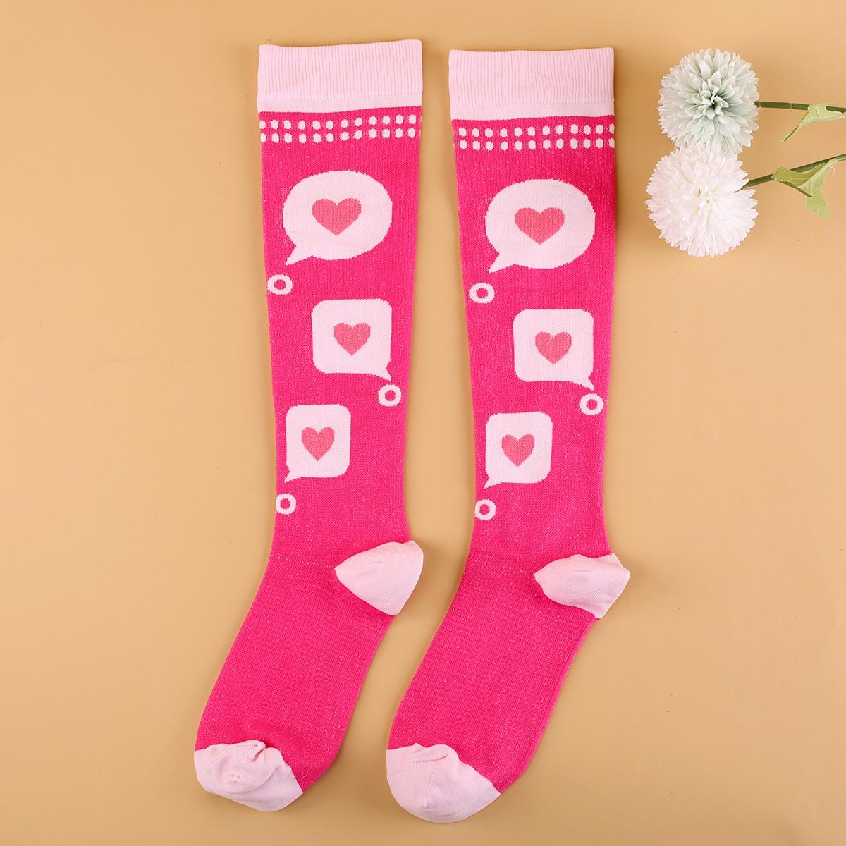 Носки выше голени с узором сердечка